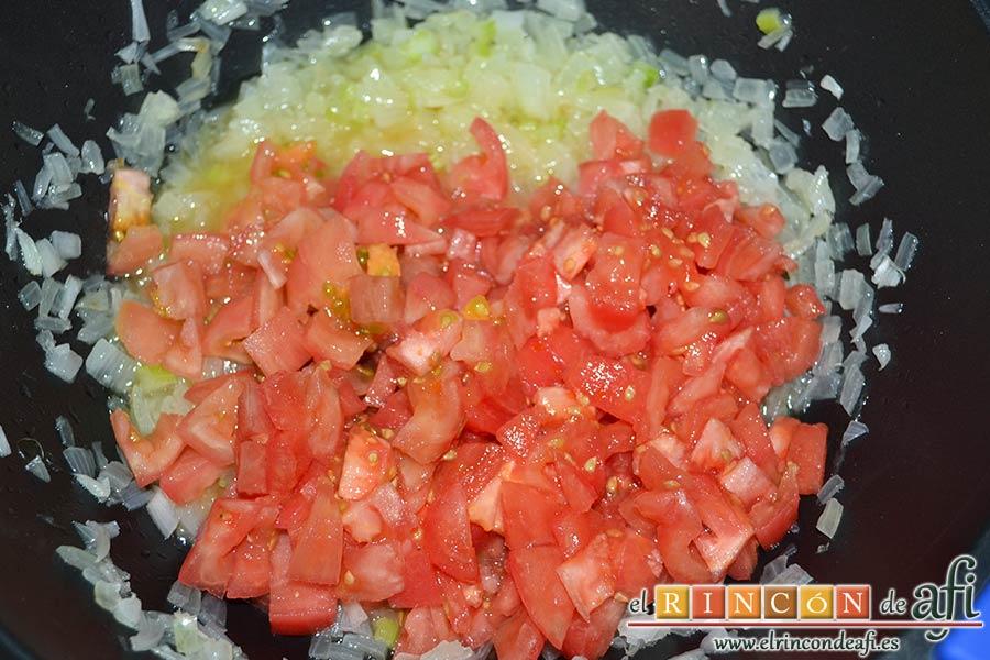 Acquacotta, añadir el tomate troceado y pelado