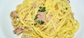 Espaguetis con atún y aceitunas