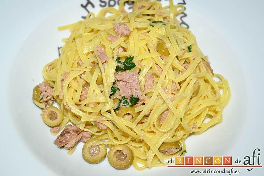 Espaguetis con atún y aceitunas, sugerencia de presentación