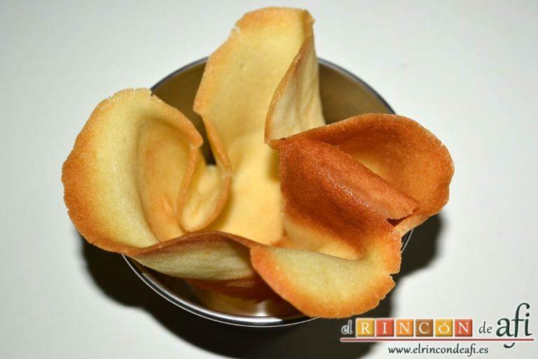 Crema de naranja en tulipa casera, darles forma aún calientes con un molde