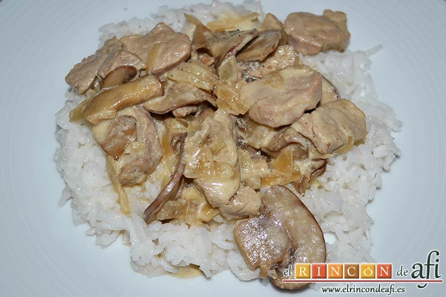 Tacos de solomillo de cerdo con salsa de champiñones Portobello, sugerencia de presentación