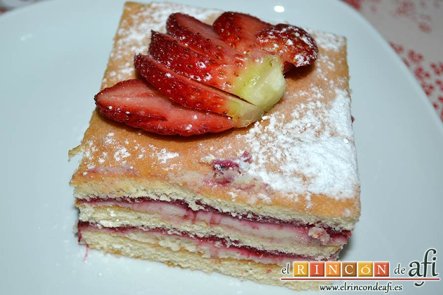 Tarta de queso mascarpone con mermelada de fresas casera, sugerencia de presentación