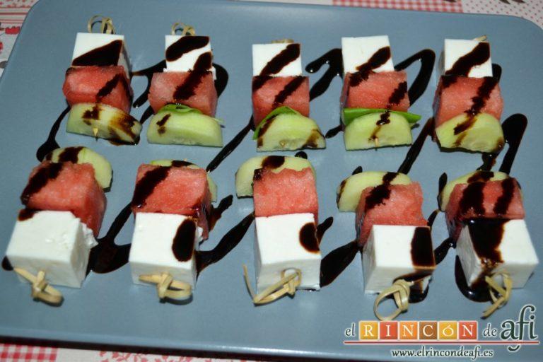 Brochetas de sandía, queso y pepino, sugerencia de presentación