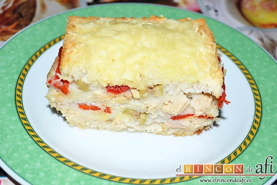 Croque cake de bonito, puré de papas y pimientos con aceitunas, sugerencia de presentación
