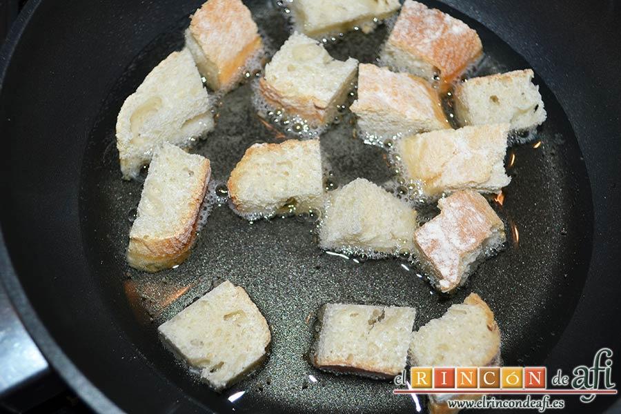 Sopa de cebollas al estilo de Flandes, freír el pan