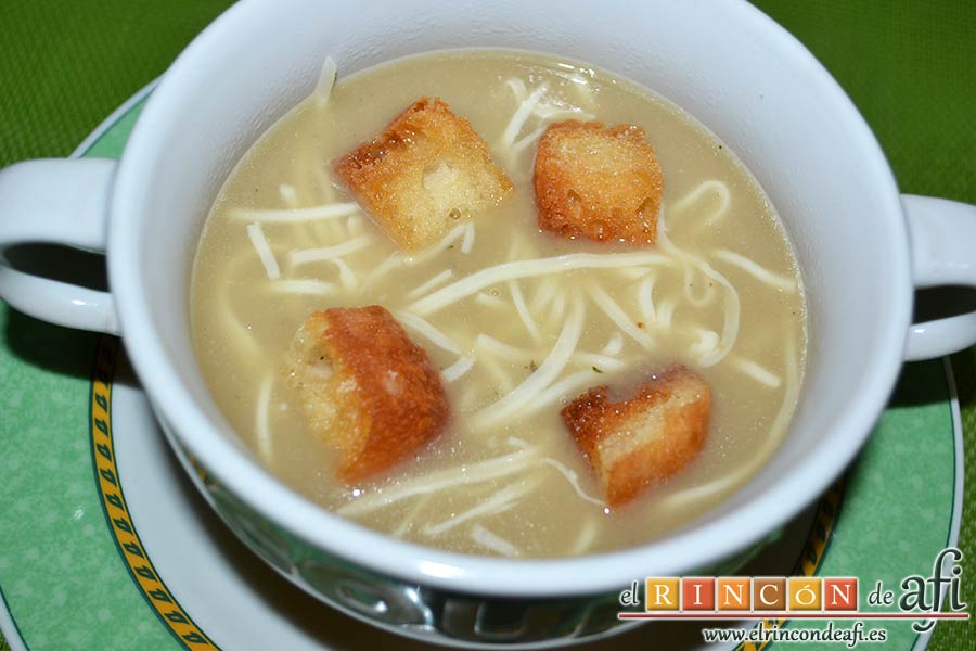 Sopa de cebollas al estilo de Flandes, sugerencia de presentación
