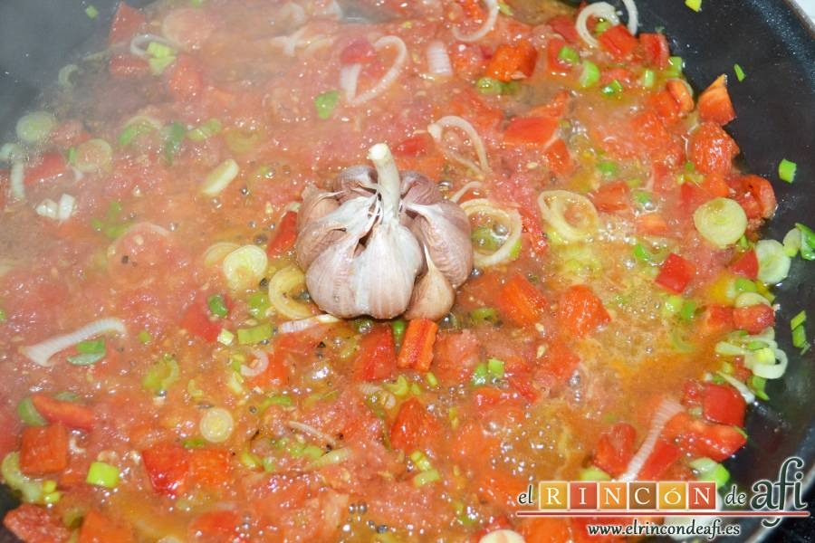 Arroz con secreto ibérico y verduras al horno, añadir el vino blanco