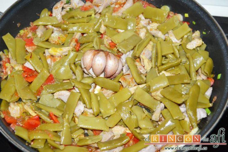 Arroz con secreto ibérico y verduras al horno, añadir las habichuelas planas