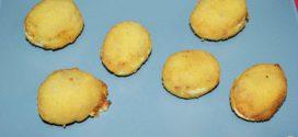 Huevos rebozados rellenos de jamón