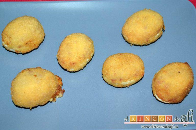 Huevos rebozados rellenos de jamón, sugerencia de presentación