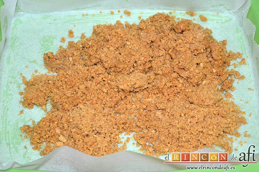 Tarta de queso y lima en barritas, mezclar bien y verter sobre el molde forrado y engrasado