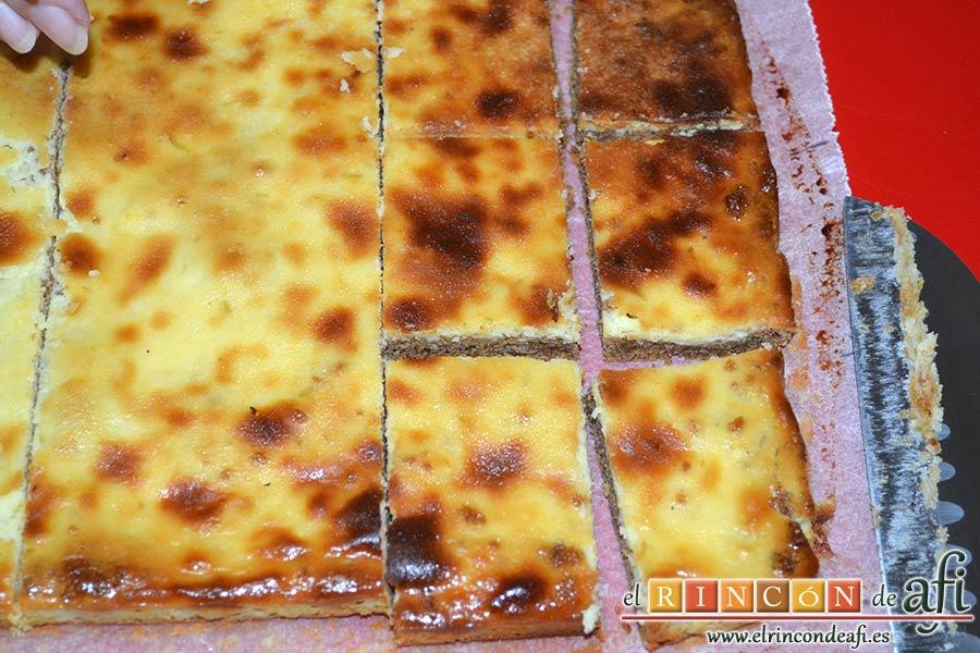 Tarta de queso y lima en barritas, cortarla en barritas