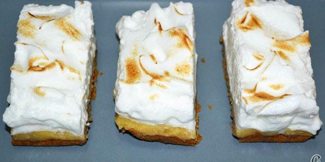 Pastelitos de crema de limón y merengue