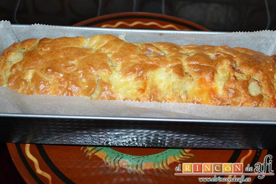 Cake de lacón, queso, pera y anacardos, hornear