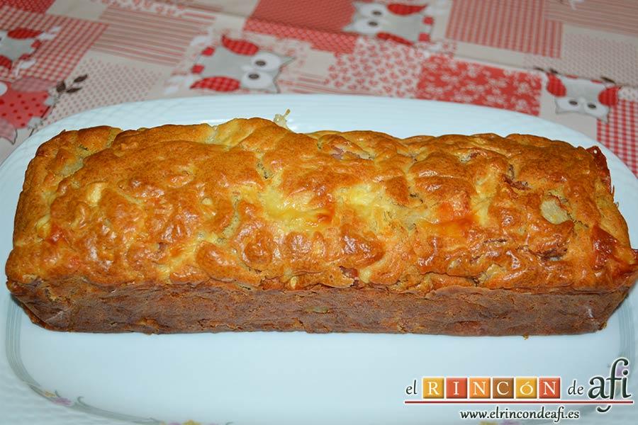 Cake de lacón, queso, pera y anacardos, desmoldar