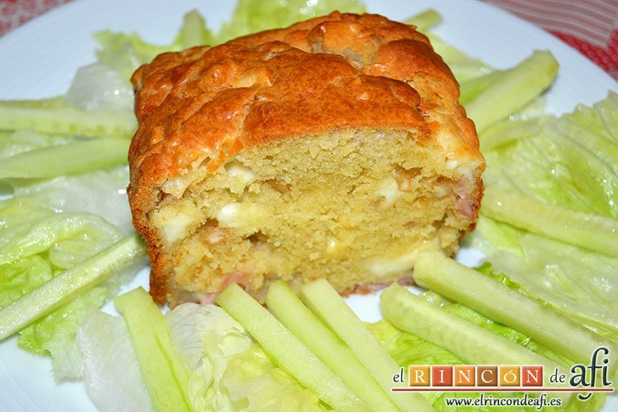 Cake de lacón, queso, pera y anacardos, sugerencia de presentación
