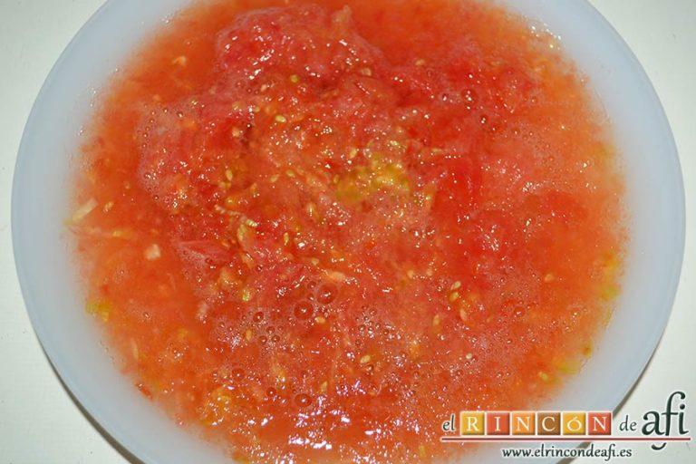 Estofado de solomillo de cerdo estilo Afi, rallar los tomates