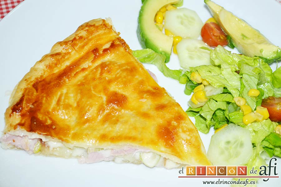 Tarta hojaldrada de papas con queso semicurado y lacón