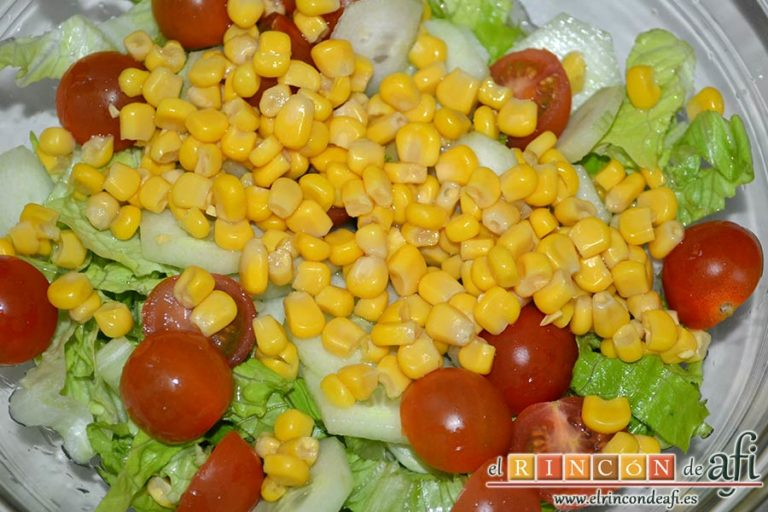 Tarta hojaldrada de papas con queso semicurado y lacón, hacer la ensalada de acompañamiento