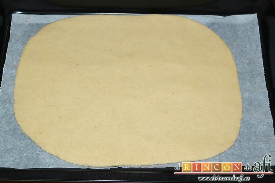 Empanada de langostinos y cebolla caramelizada, pasarlo a la bandeja de horno