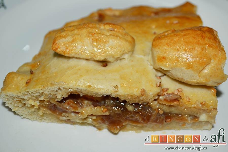 Empanada de langostinos y cebolla caramelizada, sugerencia de presentación