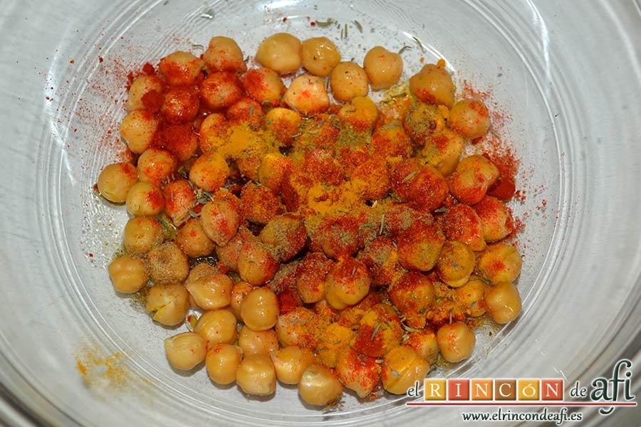 Ensalada de garbanzos tostados aromáticos, mix de lechugas y salsa de yogur, añadir las especias
