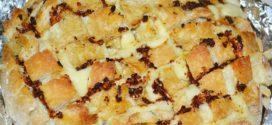 Pan erizo con queso y aceite de tomate y ajo