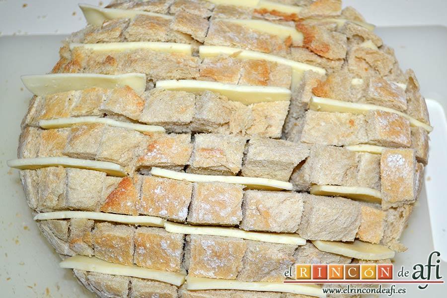 Pan erizo con queso y aceite de tomate y ajo, colocar queso primero en horizontal