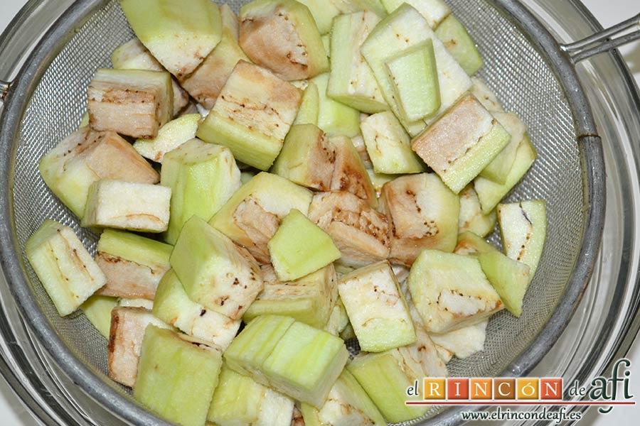 Pisto de verduras a la turca, escurrir la berenjena