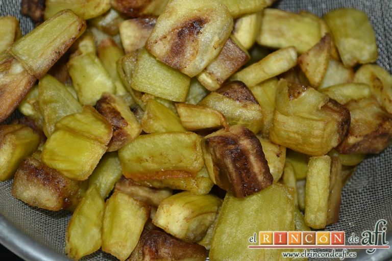 Pisto de verduras a la turca, escurrir de aceite