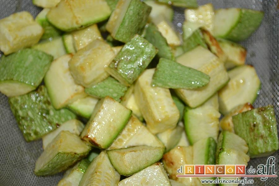 Pisto de verduras a la turca, escurrir los calabacines