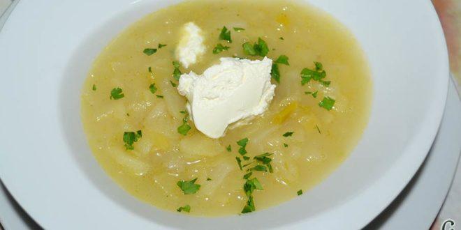 Sopa de papas, puerros y col