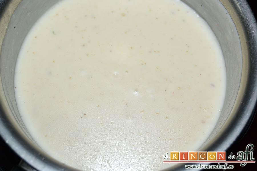 Cucuruchos de jamón serrano con bechamel de setas, mezclar bien hasta integrar