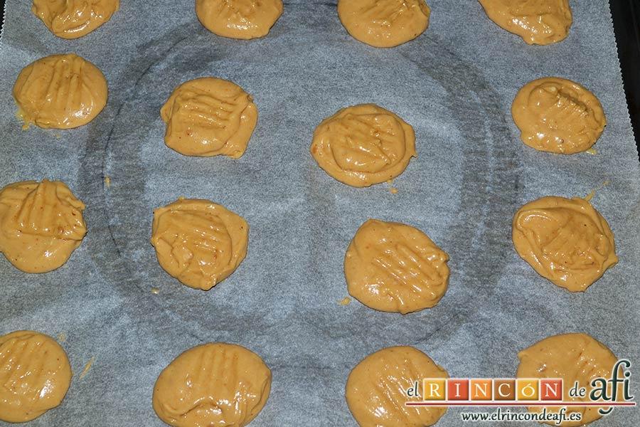 Galletas de turrón de Jijona, formar porciones sobre bandeja forrada en papel de horno