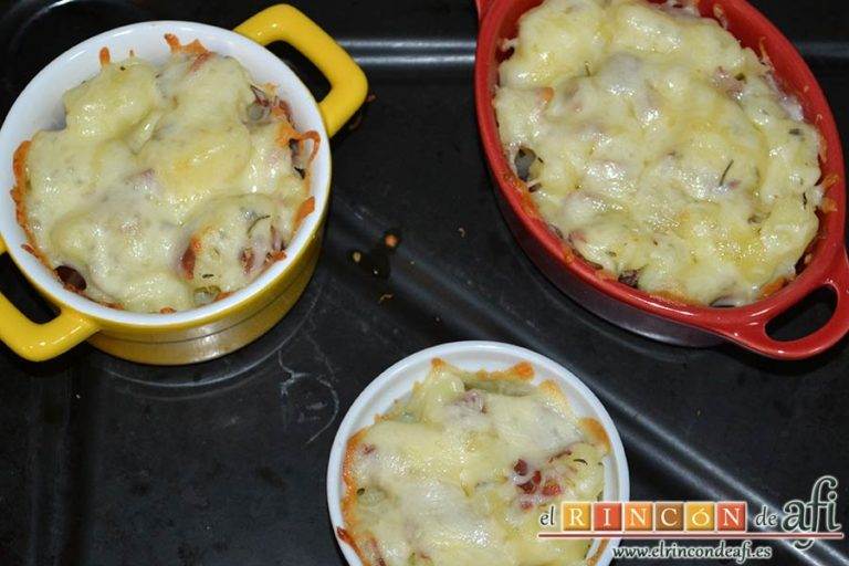 Papas, tomillo, jamón y queso, gratinar