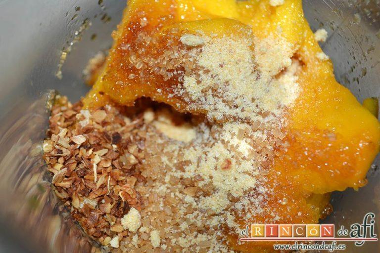 Chutney de mango, añadir el azúcar moreno, el ajo en polvo y la cebolla deshidratada