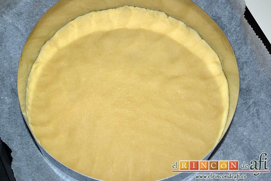 Shortbread de fresas con crema pastelera, extender por la superficie