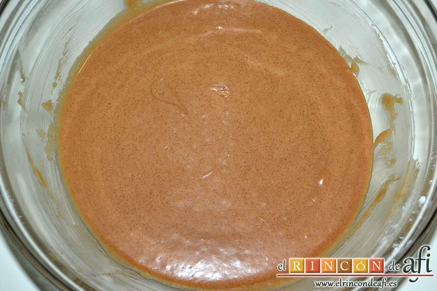 Brownie de leche condensada, mezclar bien