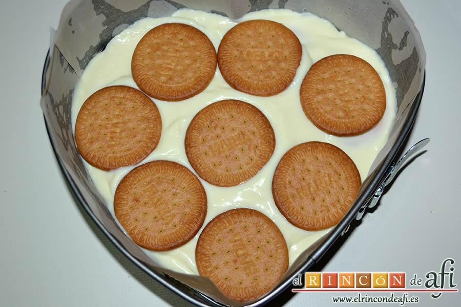 Tarta de limón con galletas sin horno, poner una segunda capa de galletas