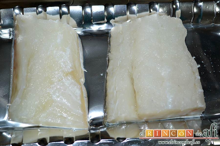 Buñuelos especiados de bacalao, preparar el pescado