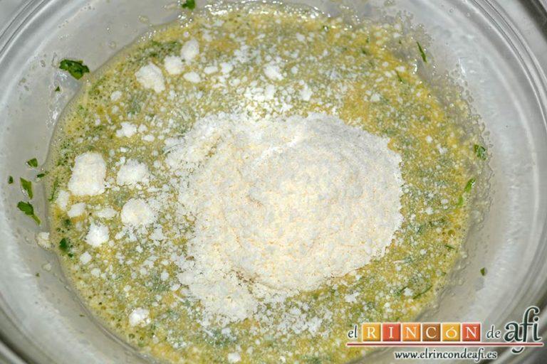 Carbonara de salchichas de Jamie Oliver, añadir el queso parmesano rallado
