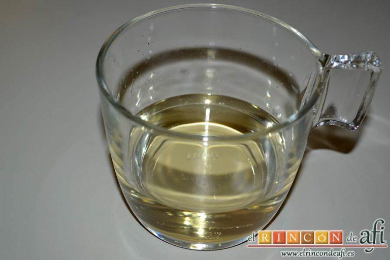 Cazón en adobo, preparar el vinagre y el agua