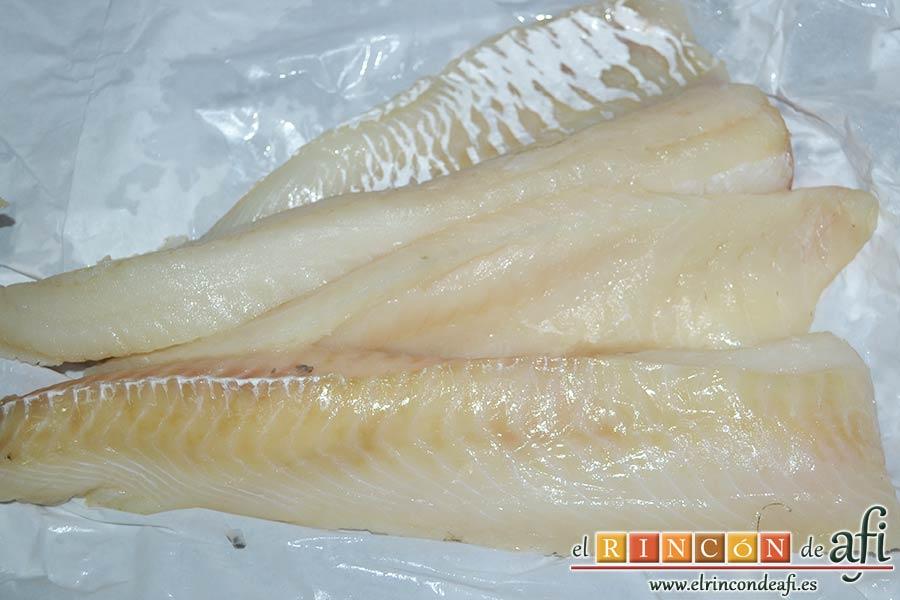 Guiso de fideos y bacalao, preparar el pescado