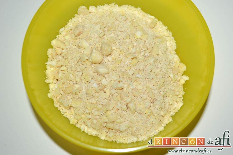 Pastas de almendra de Robledo del Mazo, triturar ligeramente las almendras