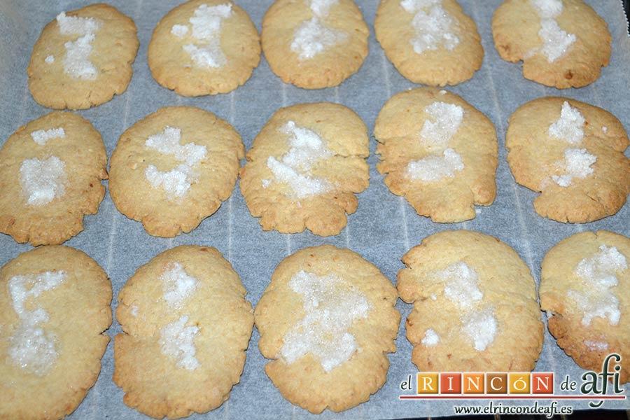 Pastas de almendra de Robledo del Mazo, dejar enfriar