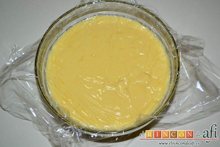 Pasteles de manzana y crema pastelera, tapar con film para que no forme costras
