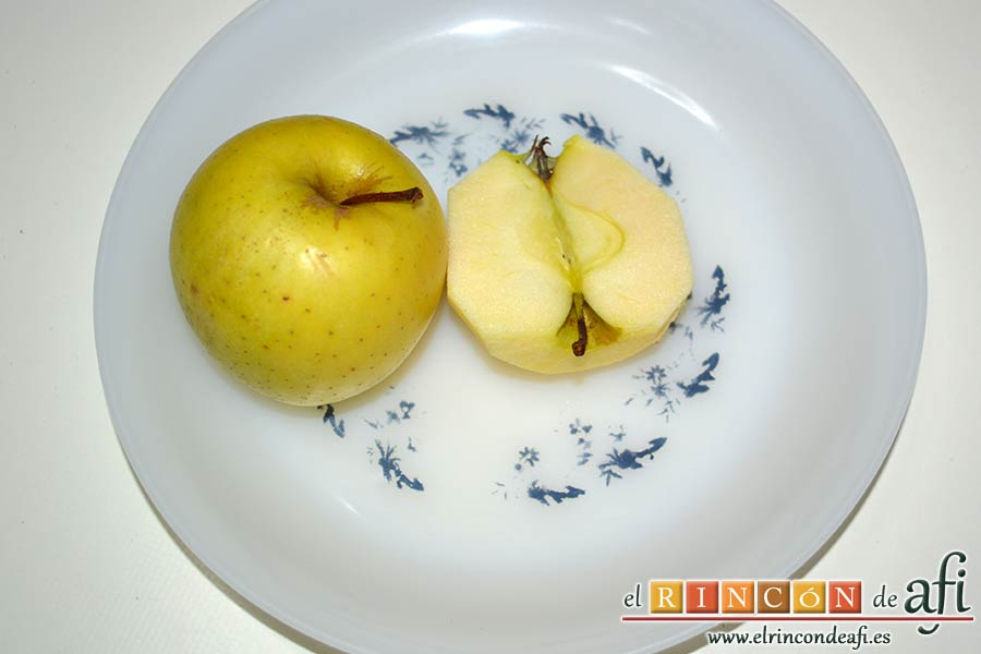 Pasteles de manzana y crema pastelera, descorazonar las manzanas y partirlas por la mitad