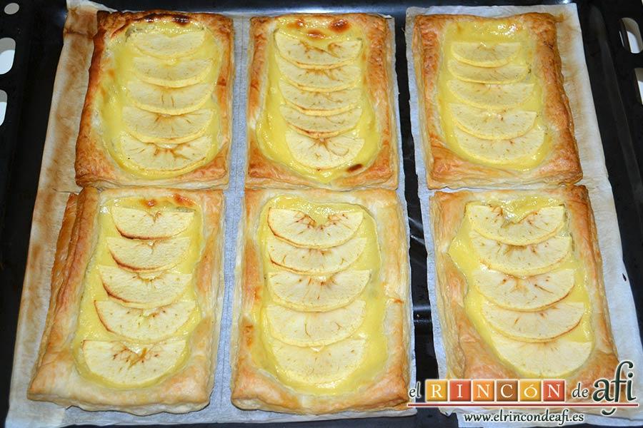 Pasteles de manzana y crema pastelera, hornear