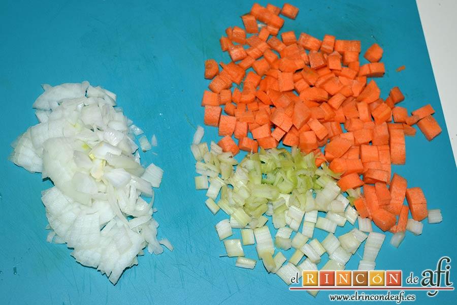 Sopa minestrone estilo El Padrino, pelar y trocear las verduras