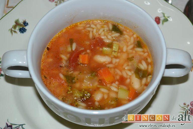 Sopa minestrone estilo El Padrino, sugerencia de presentación
